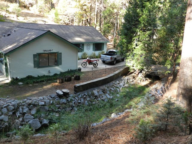 Creekside Home near Yosemite - Mariposa - Huis