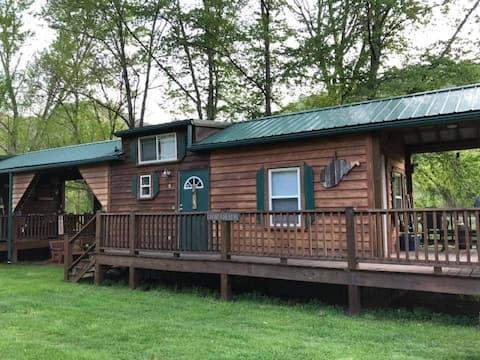 Richmond's Meadow Creek Hideaway Cabin #5