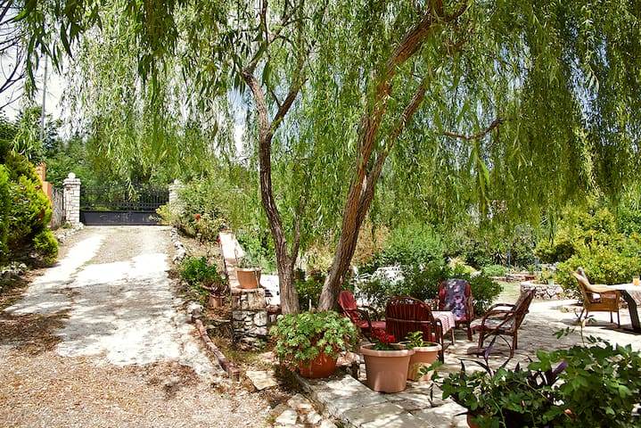 Dinos Villa Corfu,  Gouvia Marina. Kira Chrisikou.