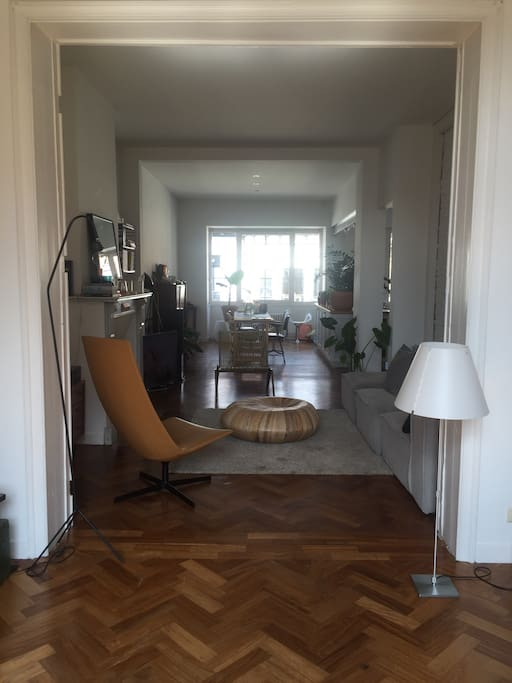 Sunny 90 m2 living area with double exposition