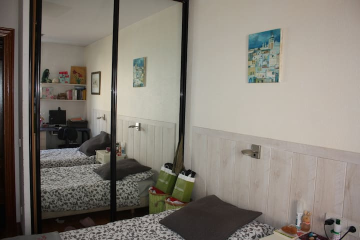 BEDROOM FOR TWO, 2 CAMAS,  SAN FERMIN - PAMPLONA - Pamplona - Huoneisto