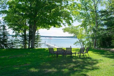 Lake Lovers Dream Cottage on beautiful Round Lake