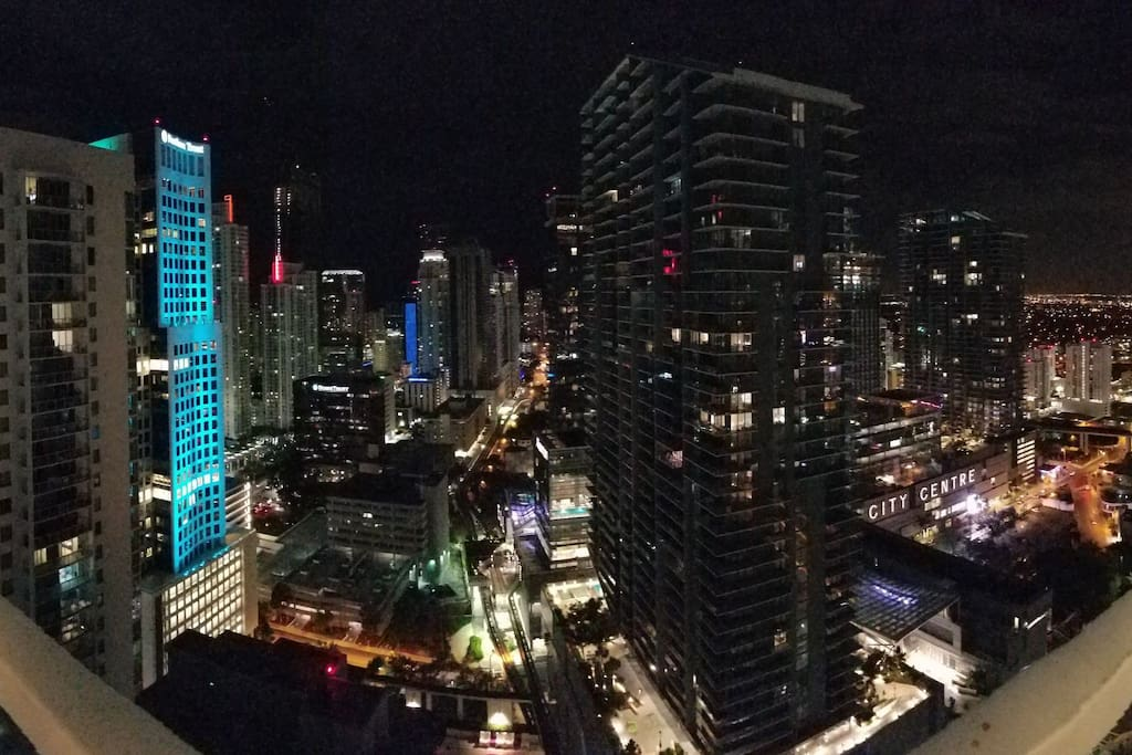 I believe the picture speaks for itself, simply gorgeous. On the right we have the River and brickell city Centre, on the middle its the heart of brickell and miami and to the left you have the ocean.