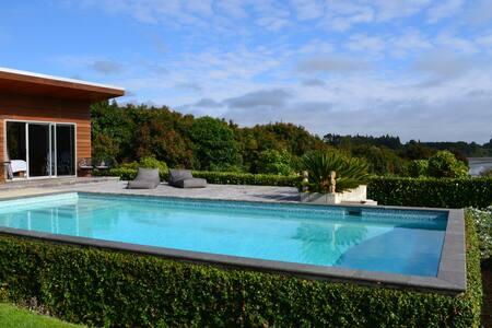 The Pool House - Whakamarama - Pensió