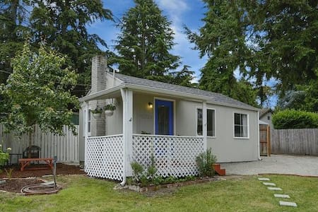 Cozy, quiet cottage near Seattle and the airport