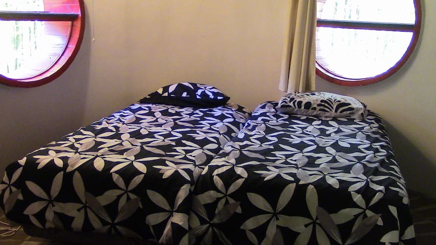 Houhora Fun and Different Double Single Beds