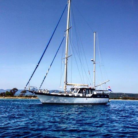 Luxury Motorsailer Pylos - Pylos - Boat
