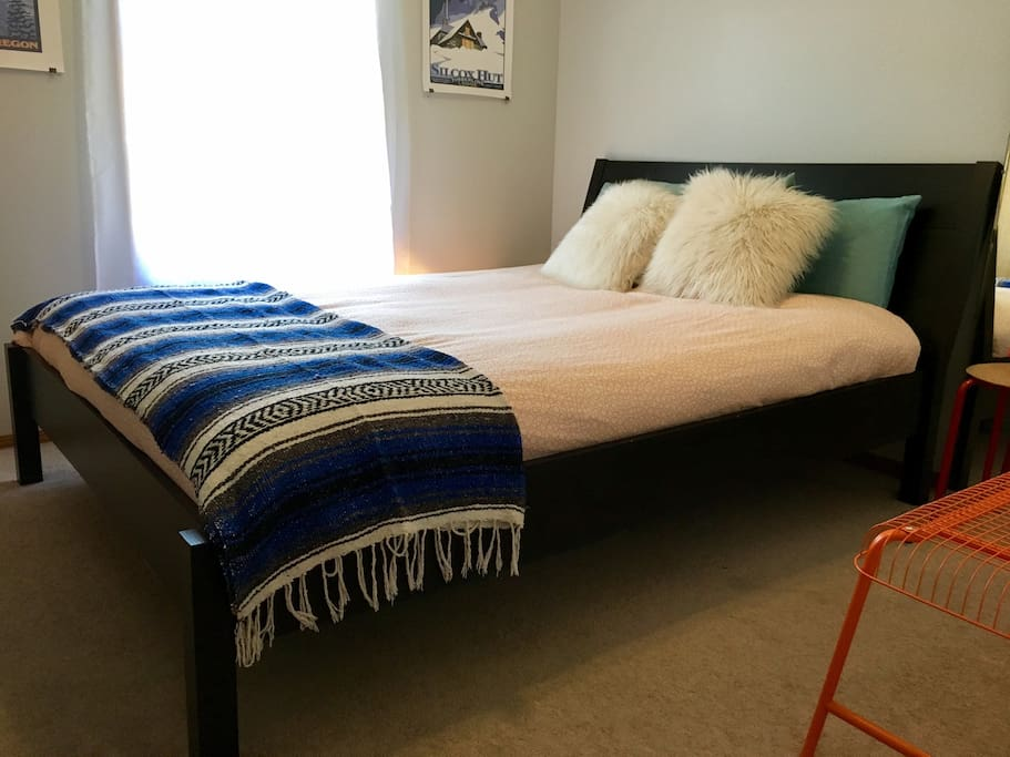 We got a new platform bed! Even more comfy and stylish than before!