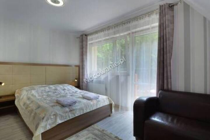 nowy apartament z balkonem w lesie 3km centrum
