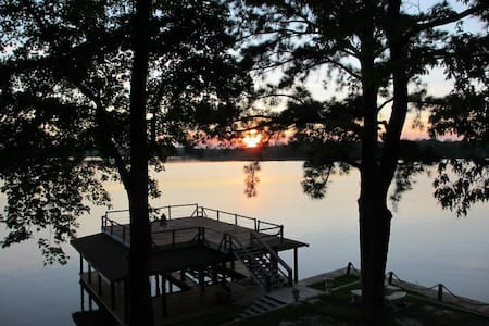 Amazing Views & sunsets of the lake, big discounts