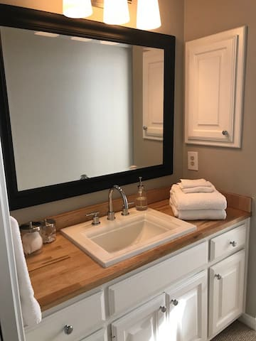 Attached Full Bathroom