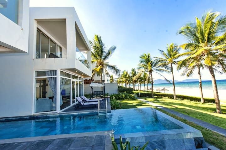 4BDR LUXURIOUS BEACHFRONT & PVT POOL VILLA