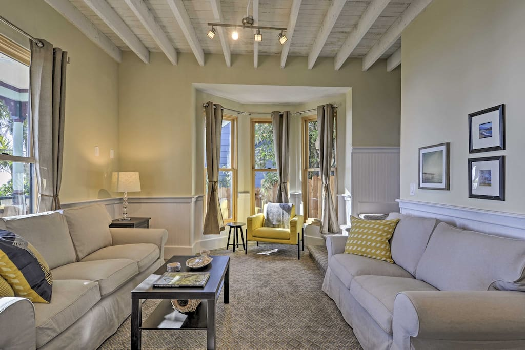 With 1,500 square feet of updated living space, this home hosts up to 8 for an epic coastal escape!