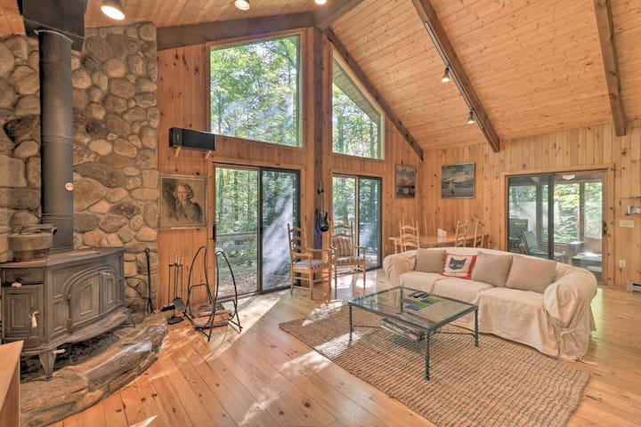 Cabin w/3 Acres, Tennis+BBall Courts by 4 Ski Mtns