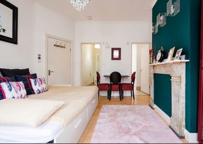 *Maison chic* studio flat 3