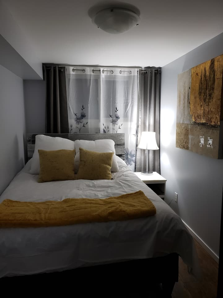Joanna's #2 One BR Suite In Beautiful Charleswood