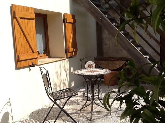 Studio avec coin jardin - Saint-Jeannet - Apartment