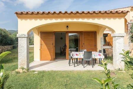 Casa vacanza con giardino e barbecue - Villetta Caposchiera