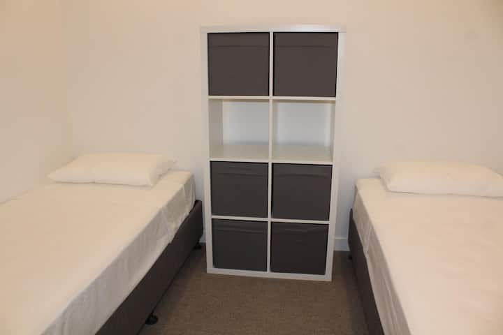 TWIN SHARED ROOM FOR A MALE IN SPRING HILL