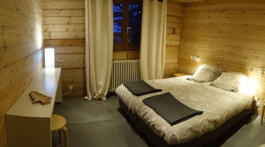 Chambre dans chalet au centre du village