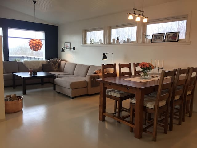 Skjermet enebolig ved fjorden - Steinsland - Casa