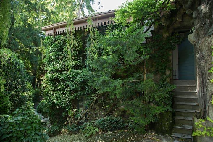 Charming cottage  Villa Erba's Park