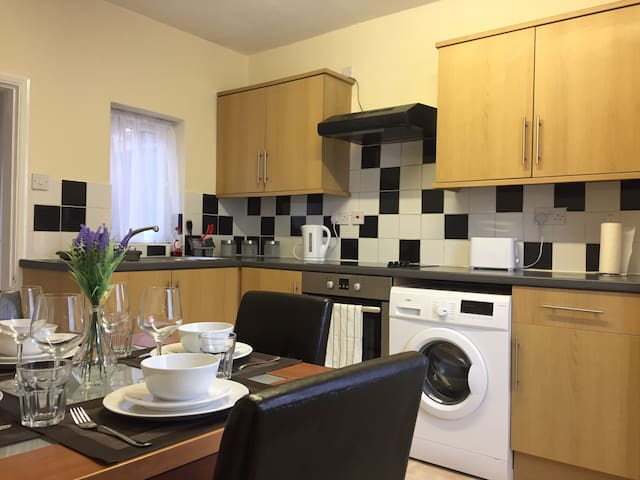Well presented 2 bedroom house - sleeps four