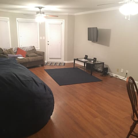 Spacious 2BR Home, close to Mercer, Downtown - Macon - Hus