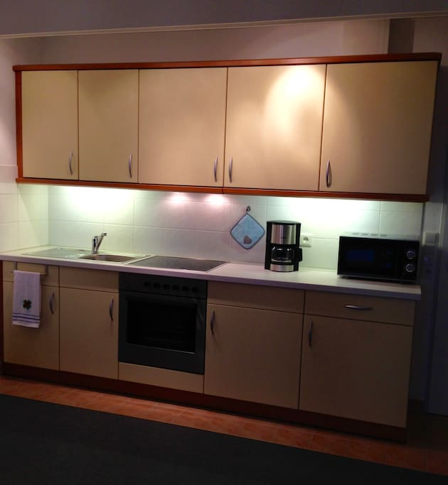 Küche inkl. Mikrowelle, Kaffeemaschine, Wasserkocher, Toaster...