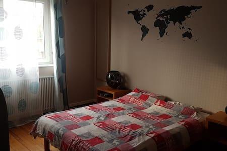 Chambre accueillante pour 2 ou 3