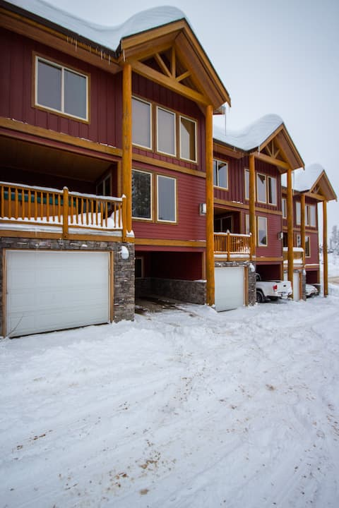 True ski in ski out!  2 Bedroom and Loft, Hot tub!