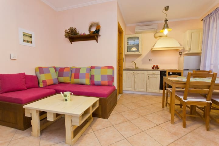 Apartment for 3-4 persons - Αθάνι - Daire