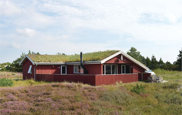 Holiday cottage with 3 bedrooms on 97m² in Rømø