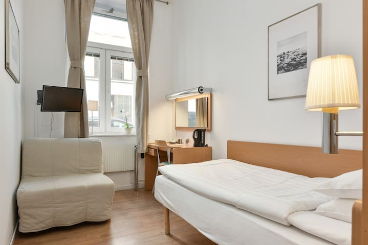 Best Price and Central located Hotel in Stockholm - Sztokholm - Sala sypialna
