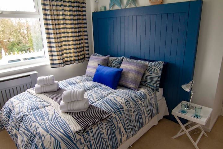 Seaside themed room with use of large conservatory