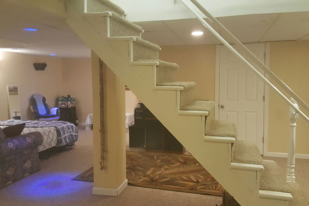 100 finished big clean basement houses for rent in manchester connecticut united states. Black Bedroom Furniture Sets. Home Design Ideas