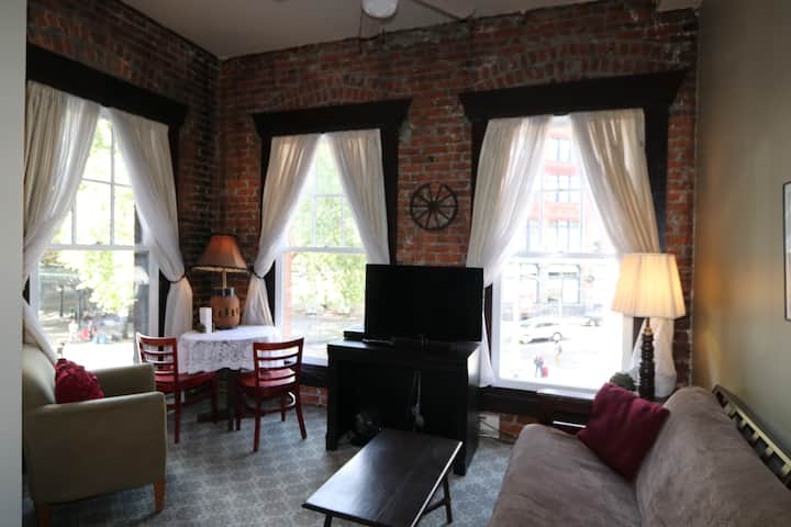 Historic Merchant's Apartment 202 B