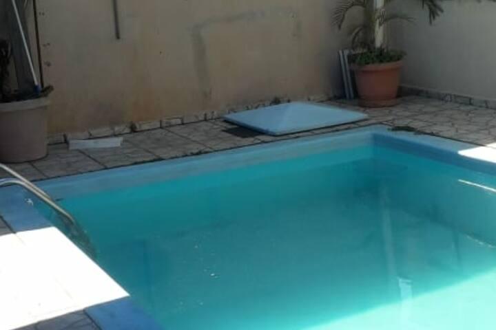 Casa inteira com piscina, área gourmet, 6 pessoas