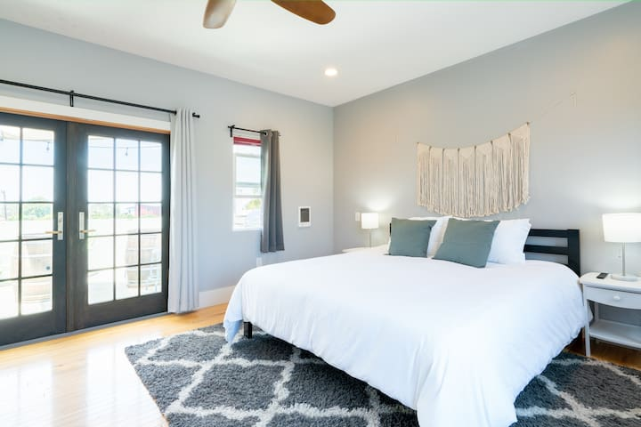 Here we have the master bedroom with a big King sized bed!