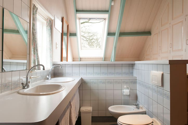White Room - Retreat in a former vicarage - Simonshaven - Bed & Breakfast