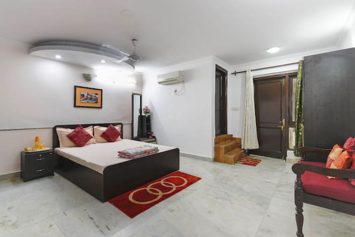 Comfortable Safe AC Homestay in GK Room 2