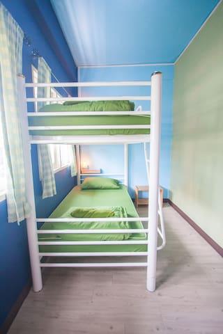 2 Beds Mixed Dormitory Nacorn Hostel Khaosan