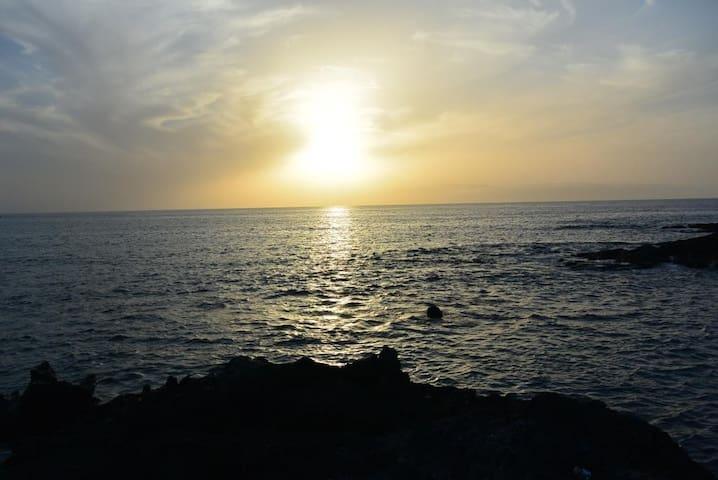 Домик на берегу океана, вай фай, рядом пляж! - Alcalá - Huis