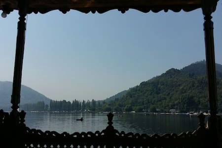Double room in houseboat, Humayun p - Srinagar