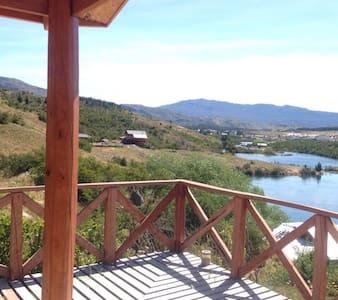 CABAÑAS DON LINO, A orillas del Río Cochrane.