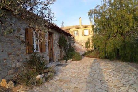Μικρό σπίτι στην εξοχή - Nafplion - Dom