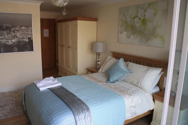 GuestReady - Self-Contained Luxury EnSuite Room w/Balcony