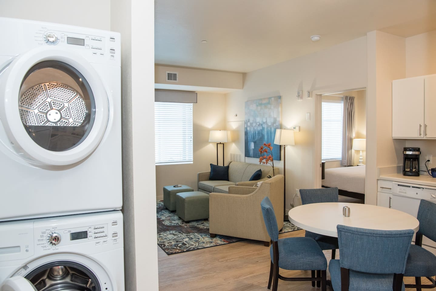 We offer 1, 2 and 3 bedroom furnished and unfurnished apartments. We offer weekly and monthly rates.