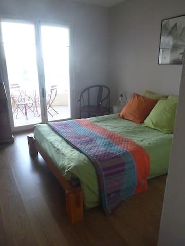Appartement avec terrasse dominant la ville