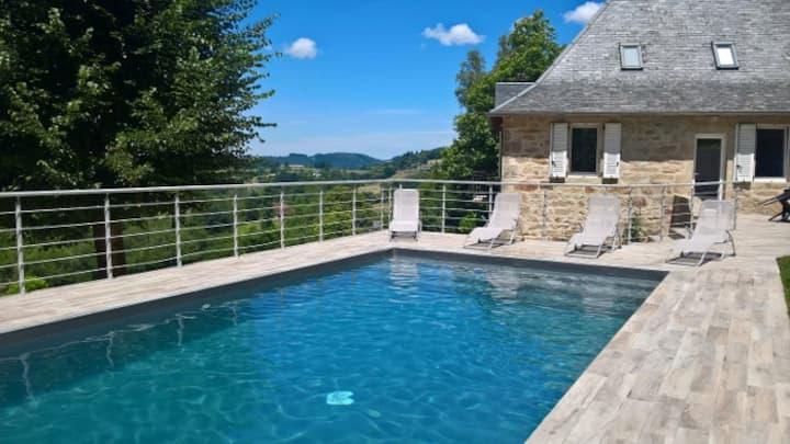 """La """"Belle Lotoise"""", piscine privée et vue panorama"""